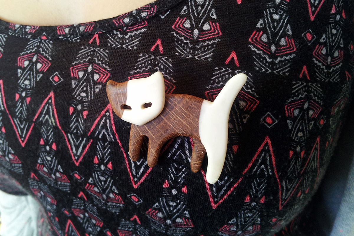 jewelry woodwork wood oak bonework bone cat brooch gift mother mom girlfriend handmade
